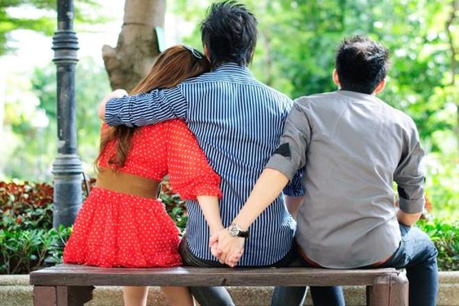 Як дізнатися чи зраджує дівчина: основні ознаки зради