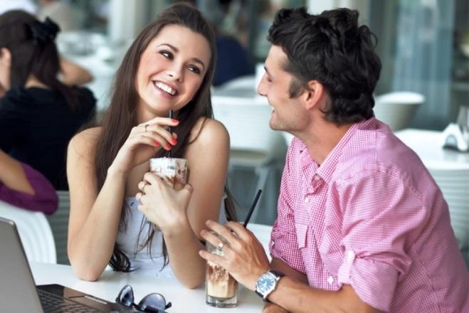 Хлопець фліртує з дівчиною
