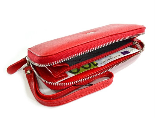 Стильный женский кошелек красного цвета