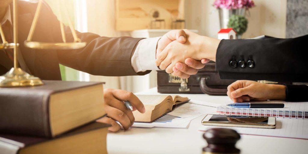 Помощь адвоката при получении виза жены во Францию