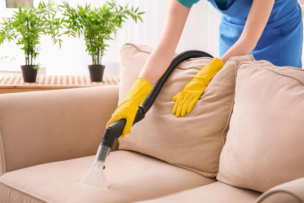 Химчистка мягкой мебели с целью удаления пятен кофе