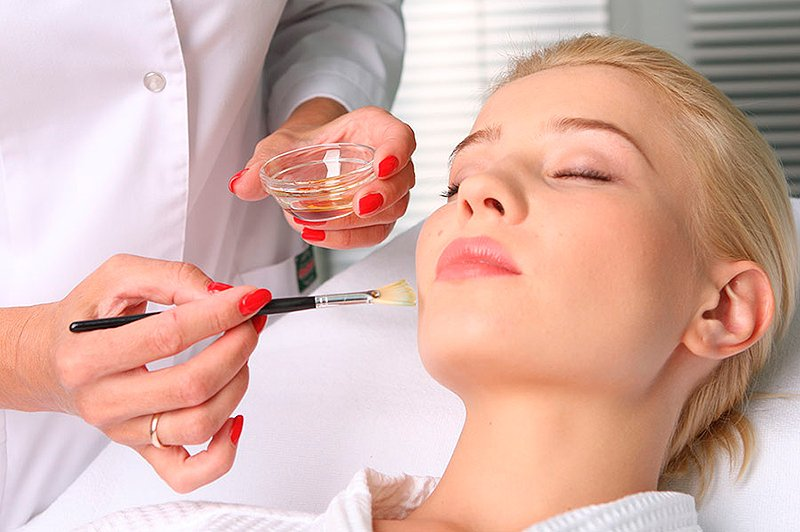 Пилинг лица: как подобрать вид процедуры в зависимости от проблемы