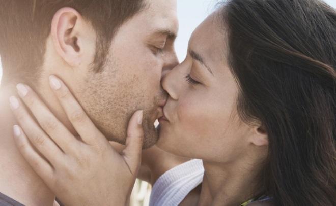 9 способів натякнути хлопцеві на поцілунок