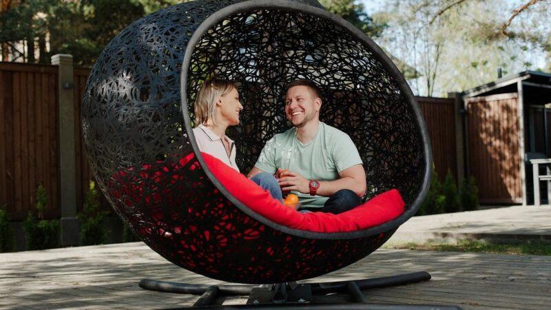 Подвісне крісло кокон – комфорт та зручність