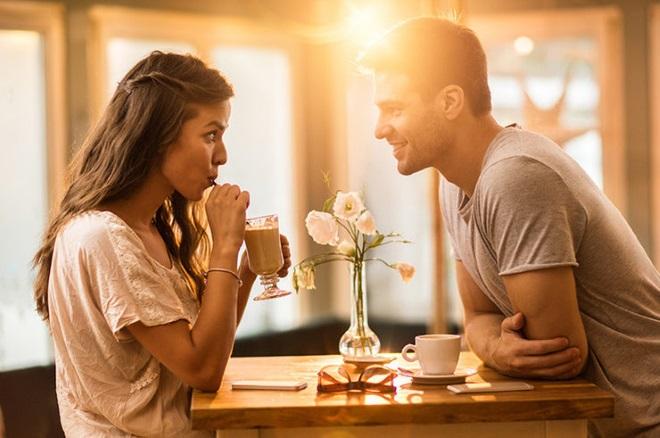Що цікавого можна розповісти дівчині на побаченні і в листуванні